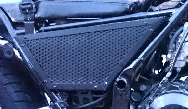 アルミパンチング板で自作したエリミネーター250SEのサイドカバー