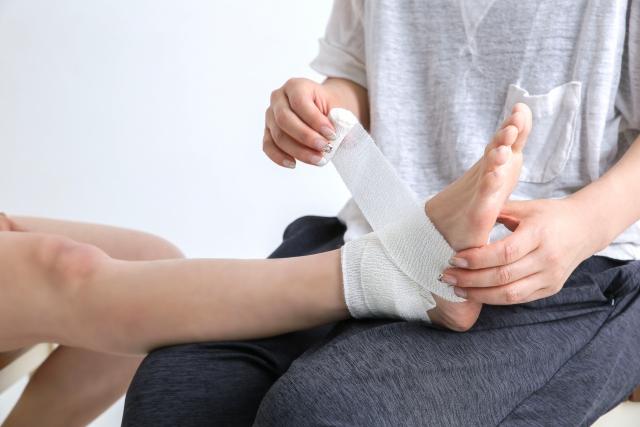 突然原因不明の『足の甲の腫れ、激痛』の原因は腱鞘炎かもしれない