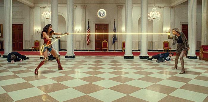 『ワンダーウーマン 1984』の一場面
