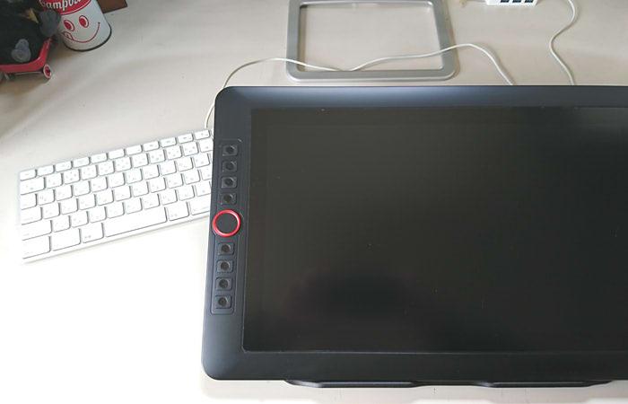 XP-PEN Artist 15.6 Proとキーボードの写真