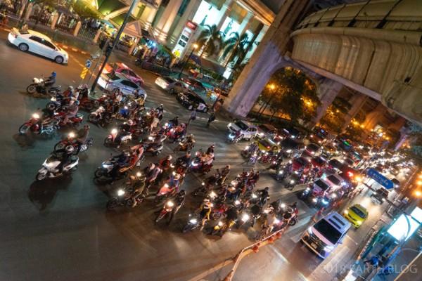 渋滞中のバンコク市街