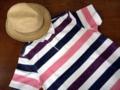 麦藁帽子とポロシャツ