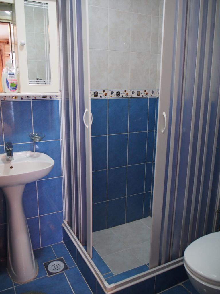 シャワートイレもしっかり完備