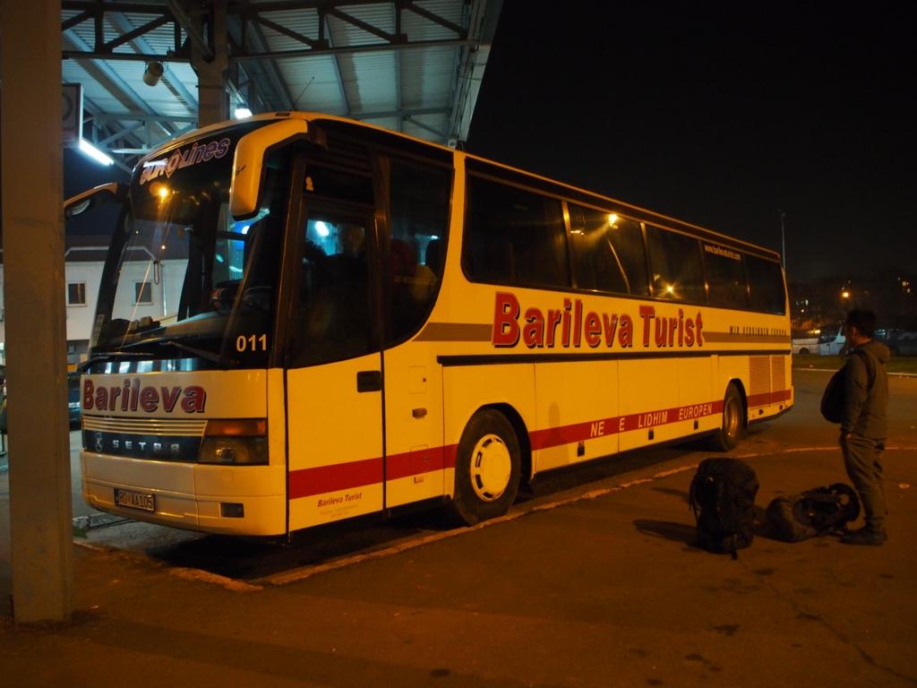 プリティシュナ-ボドゴリツァ間のバス外観