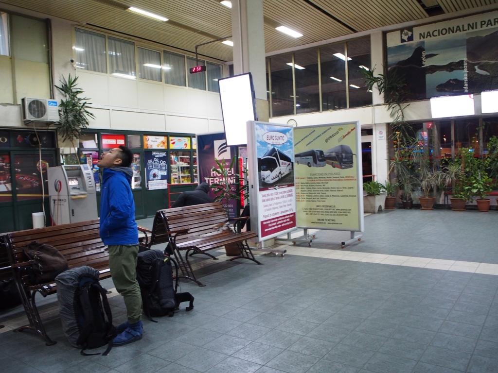 ボドゴリツァのバスターミナル内の様子