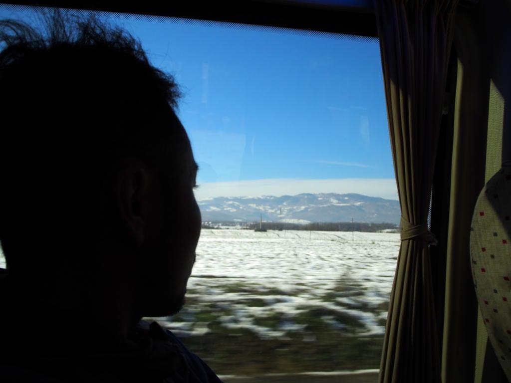 スコピエ-プリシュティナ間のバス車内の様子