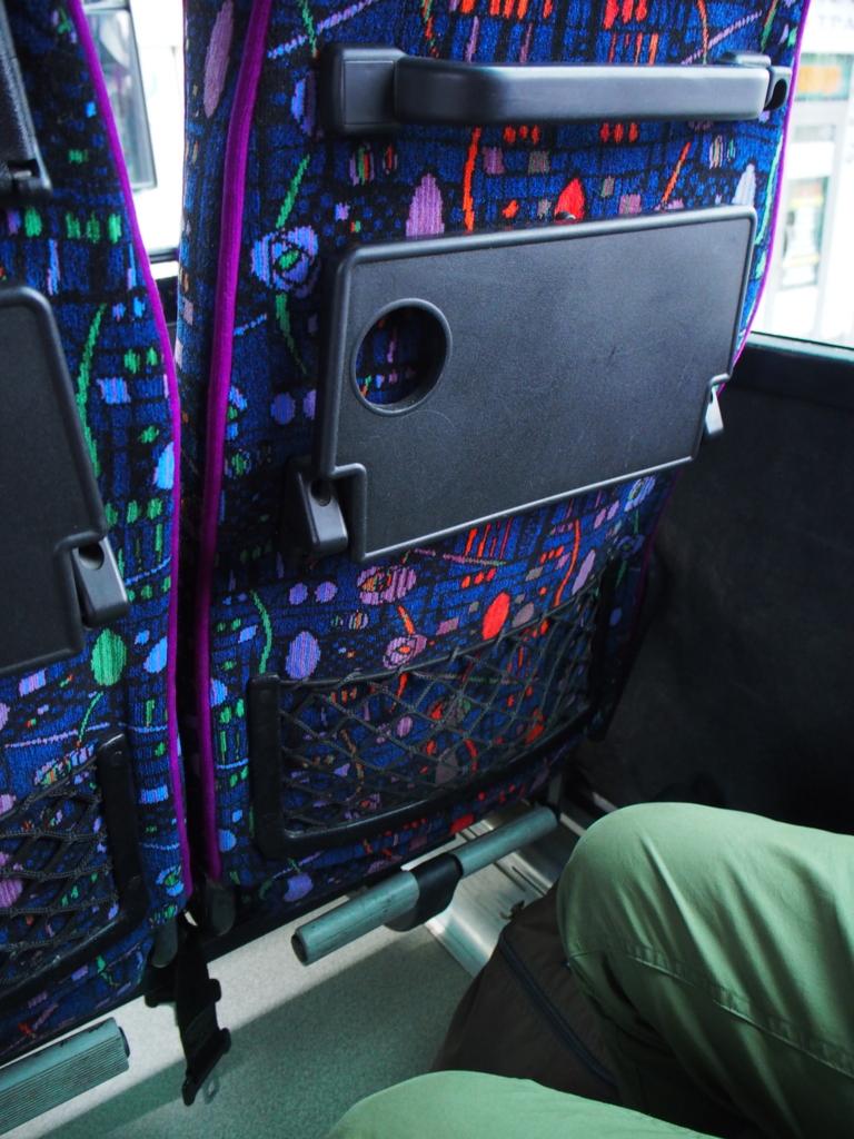 足台付きのシンプルな座席