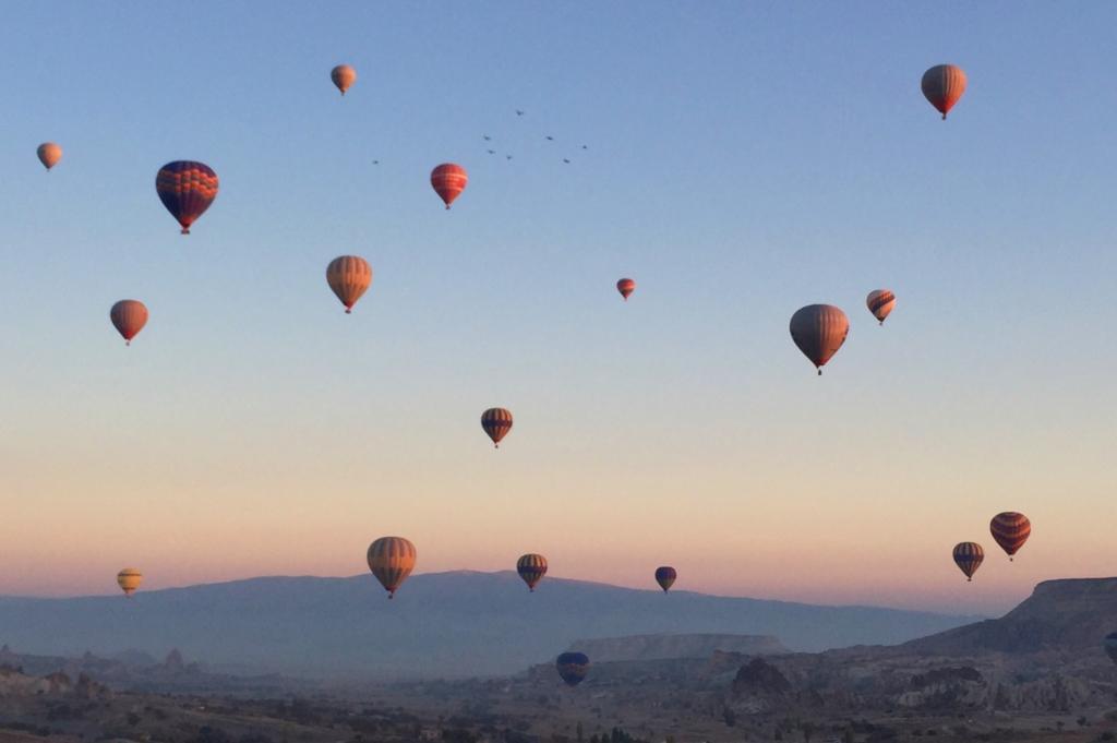 カッパドキアで朝に観られる気球