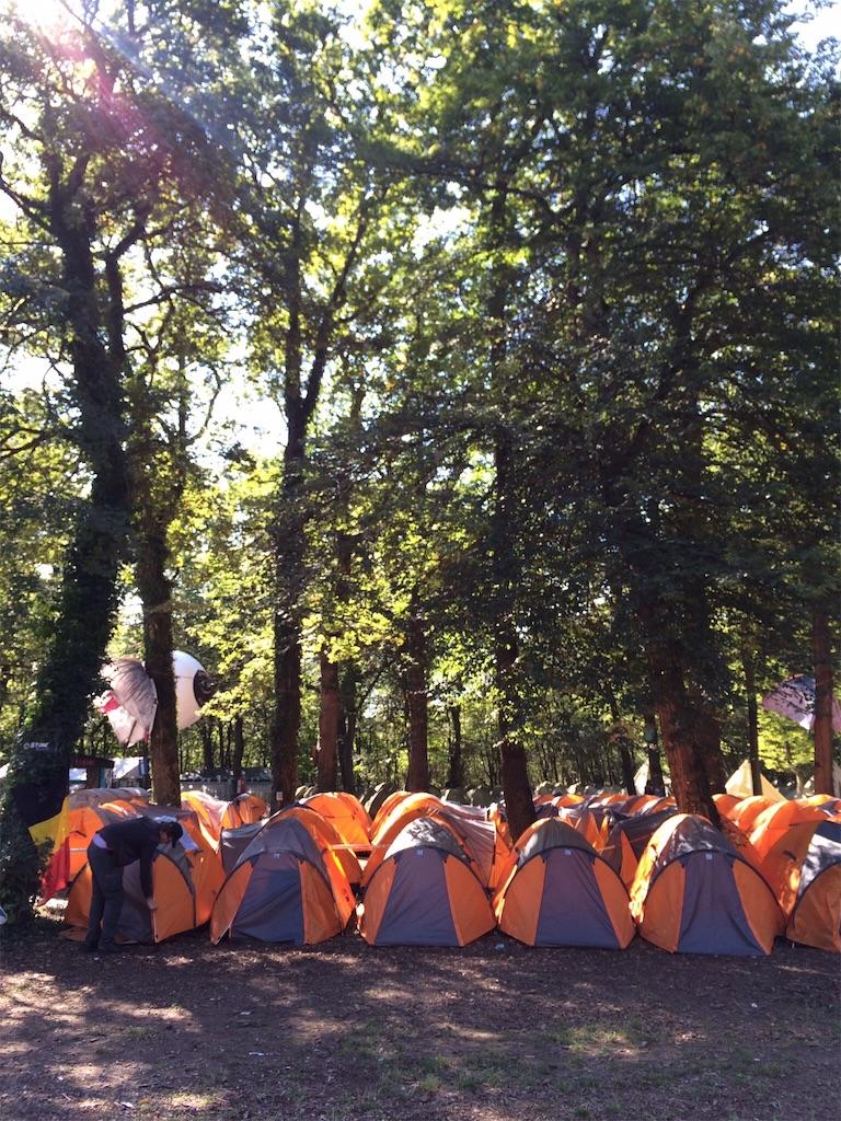 キャンプサイト内にはテントがすし詰め状態