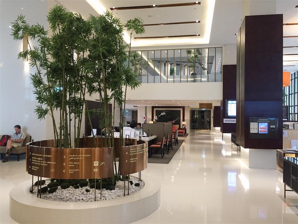 ホテルみたいに豪華なバンコクの病院内の様子