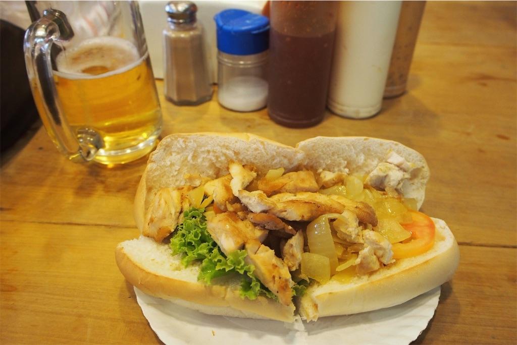 おいしそうな鶏肉もりもりサンドイッチ