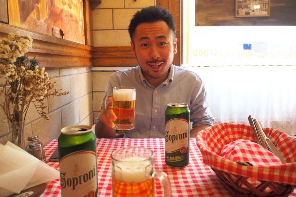 レストランでまずはビールで乾杯