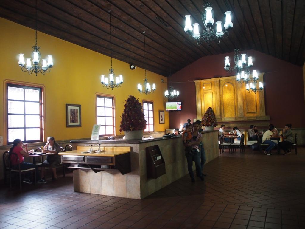 アンティグアの世界一美しいマクドナルドの店内