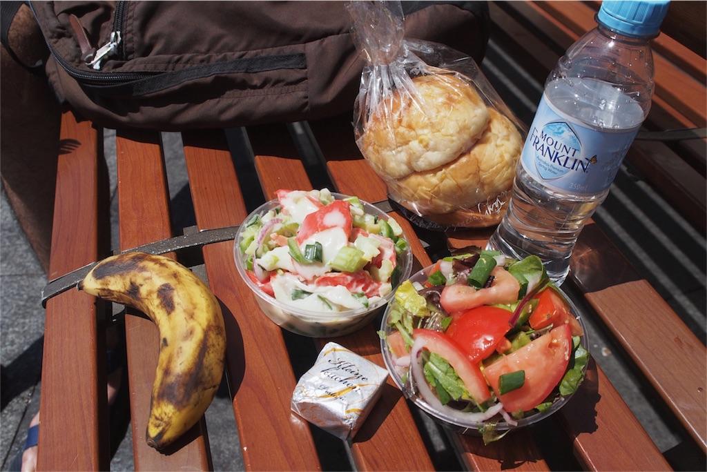 海の近くでお昼ごはん