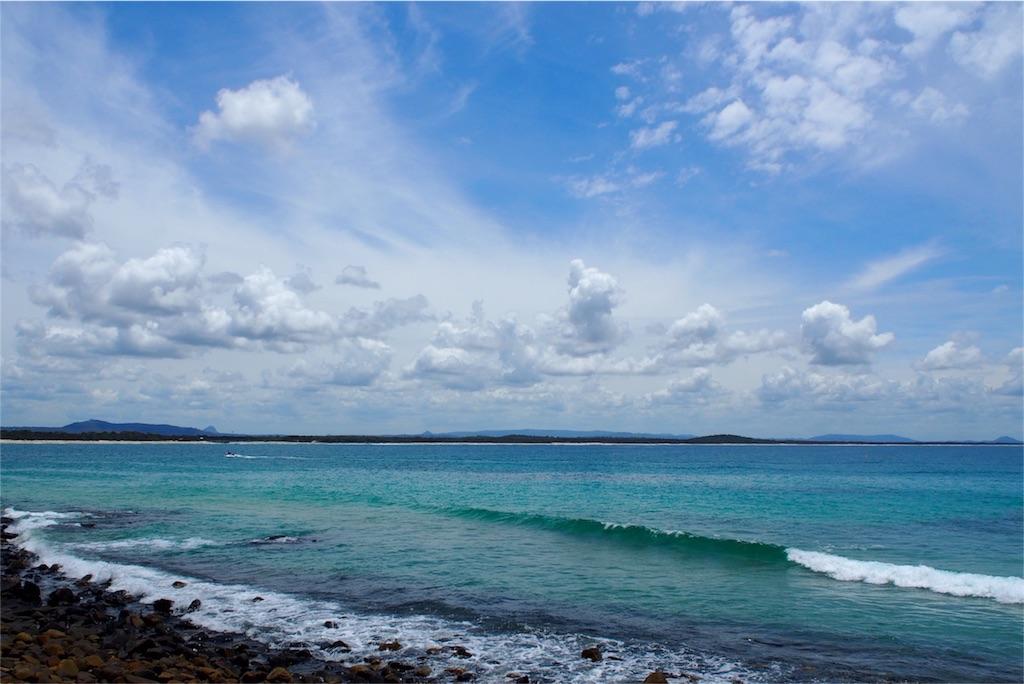 本当に綺麗なヌーサビーチの海