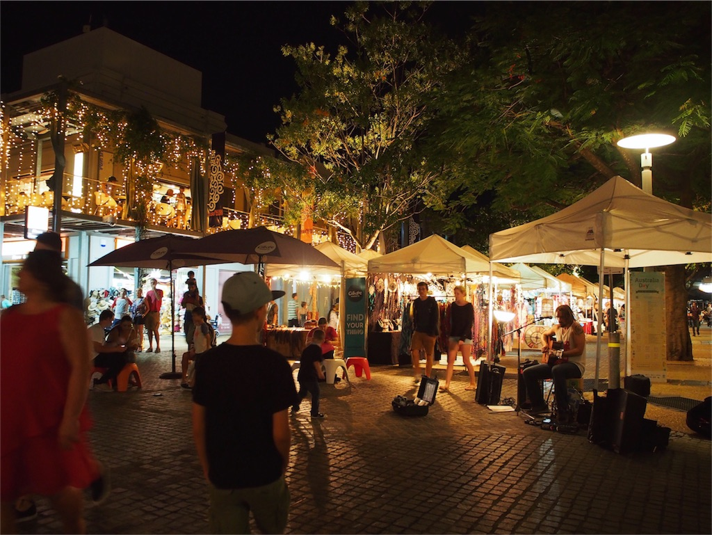 夜のマーケット