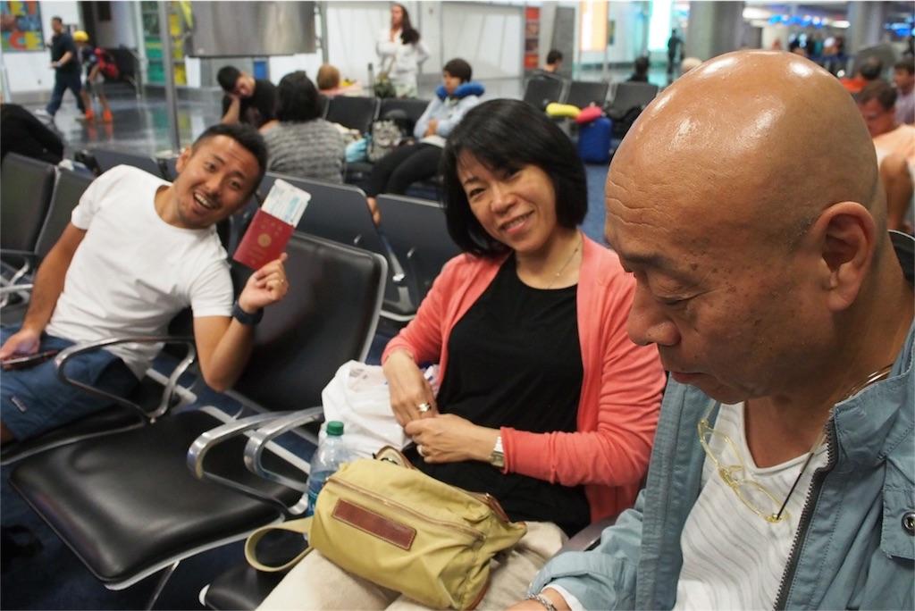 空港でご家族とお別れ