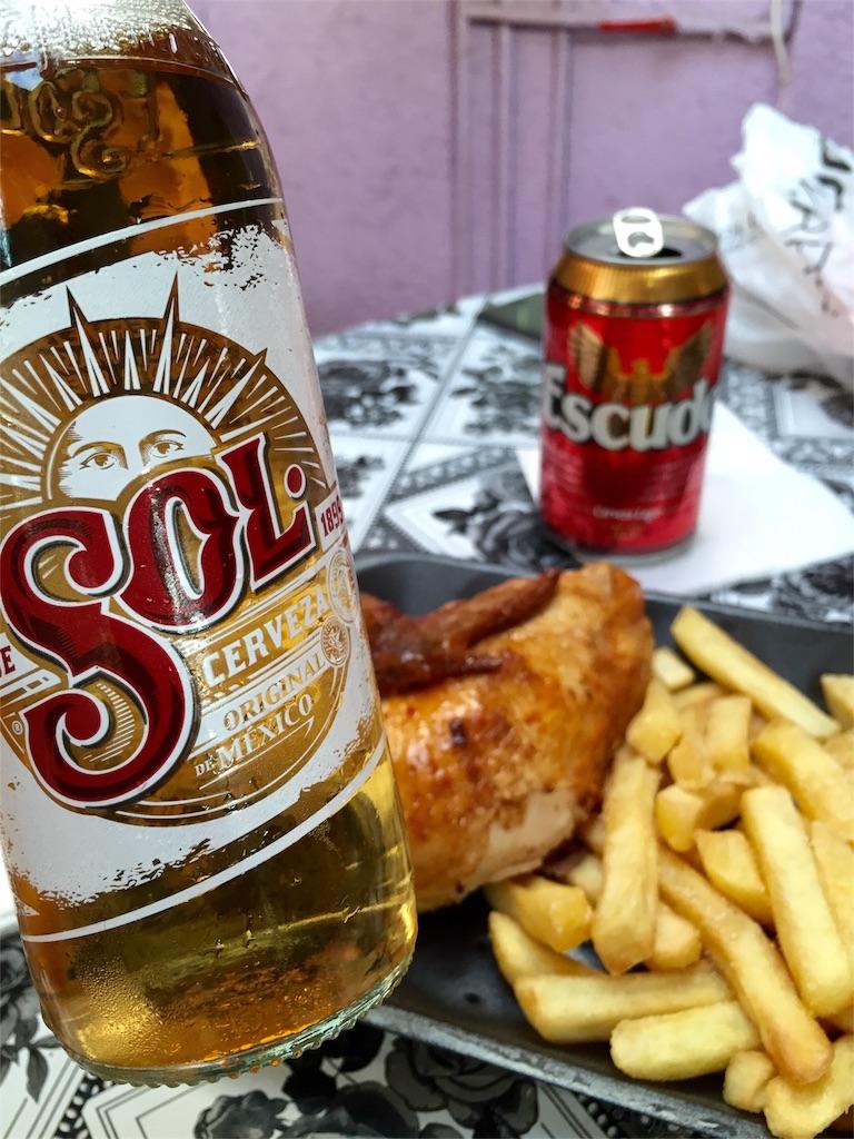 ビールのおつまみはチキンとパパタスフリタス