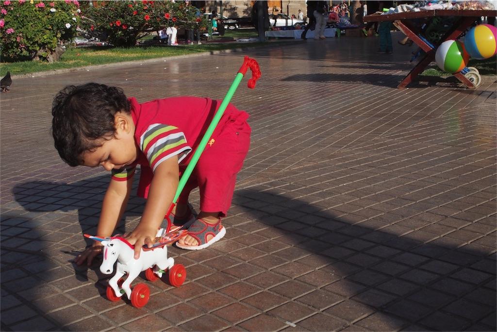 公園にはかわいい子供がたくさん