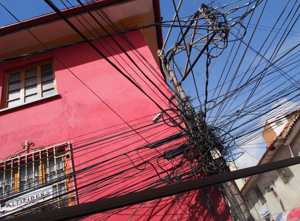 2階建てバスからは電線が近い!