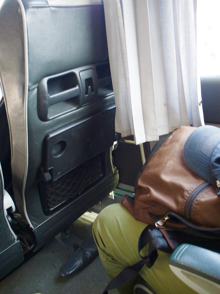 ドバイ アブダビ バスの車内