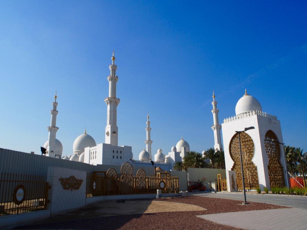 アブダビ シェイクザイードモスク 入り口前