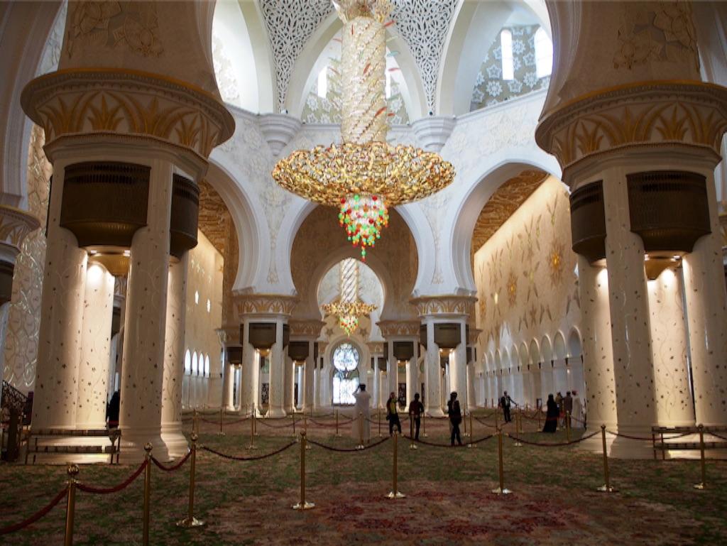 アブダビ シェイクザイードグランドモスクの内装と世界一高価なシャンデリア