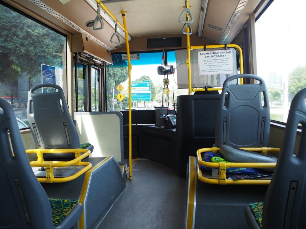 このバスに乗ってバスターミナルまで