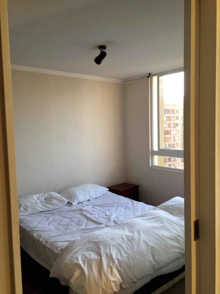 サンティアゴの宿 内装と寝室からの眺め
