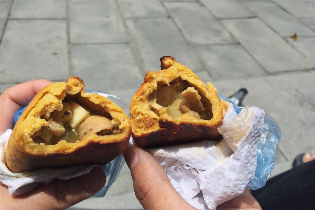 ボリビアでは何度も食べたサルテーニャ
