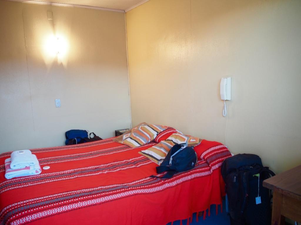 チリ アリカの宿の室内 綺麗なベッドメイキング