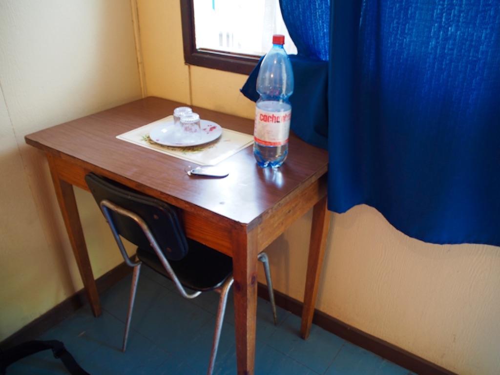 チリ アリカの宿の机と椅子