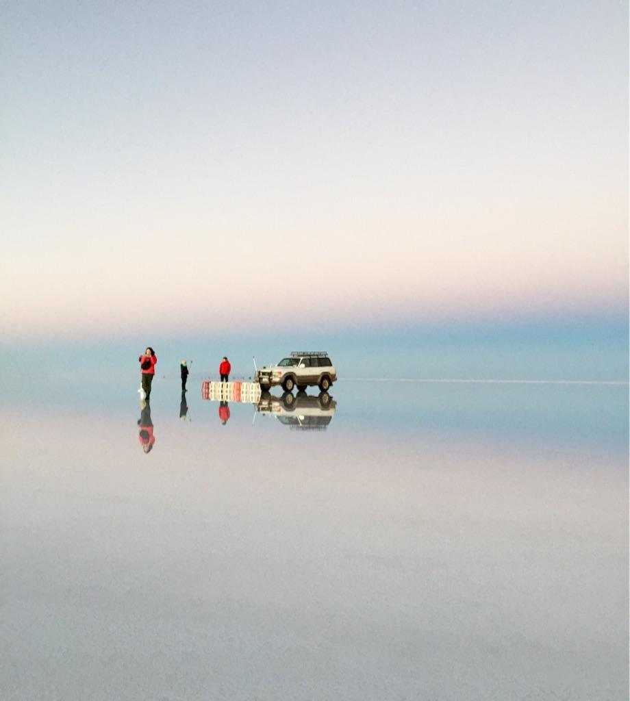 ウユニ塩湖 上下左右真っ白な世界