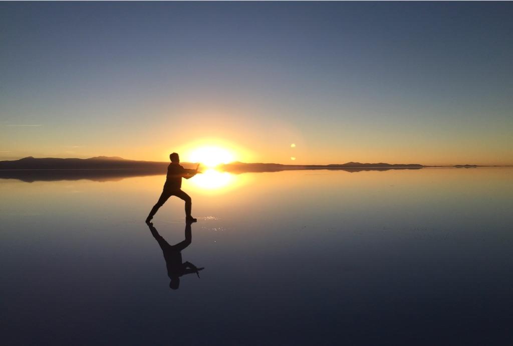 ウユニ塩湖 日の出でかめはめ波