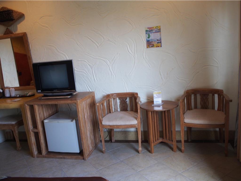 タオ島 宿の机や椅子