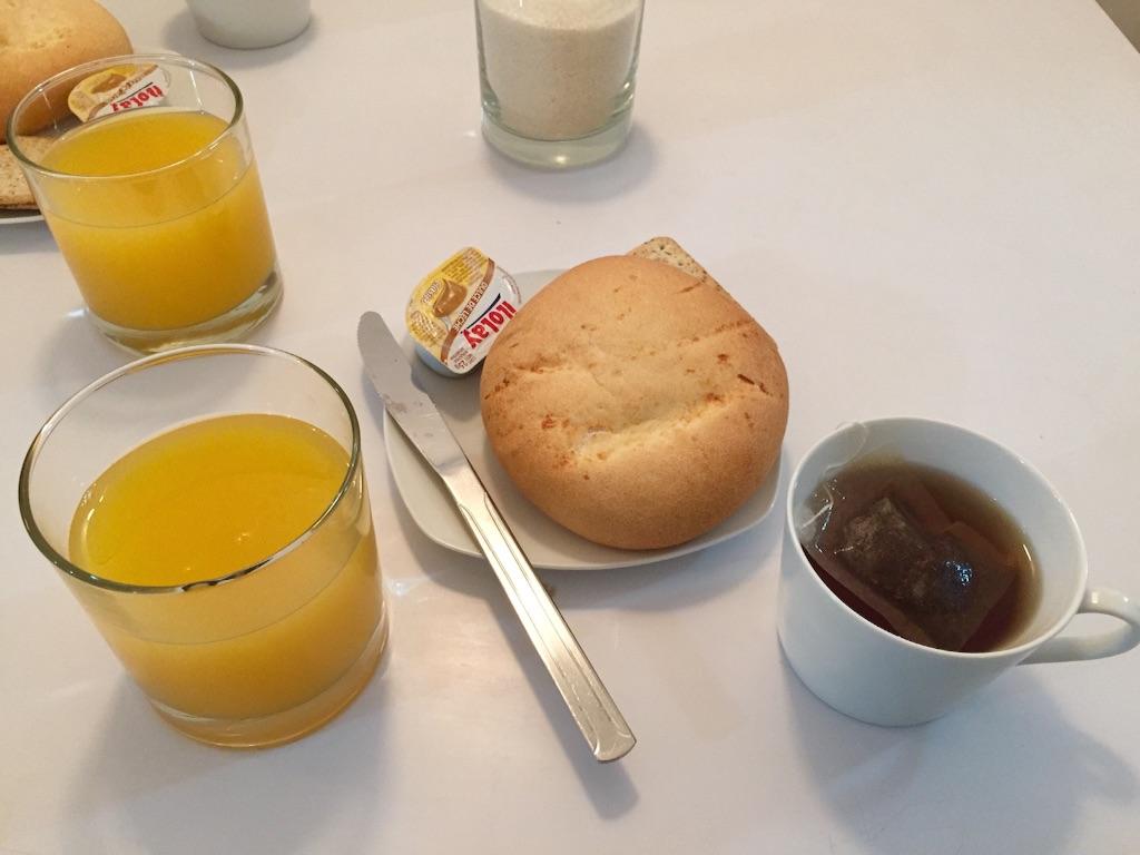 ウユニの宿 簡易的な朝食