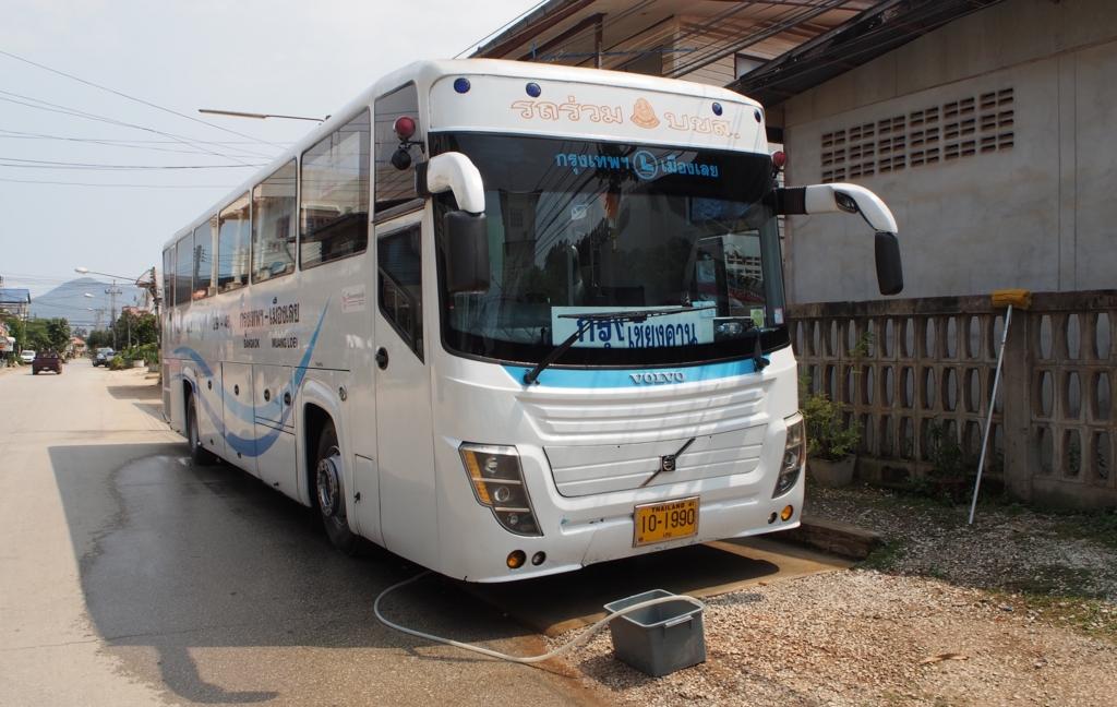 チェンカーンからバンコクへ向かう長距離バス