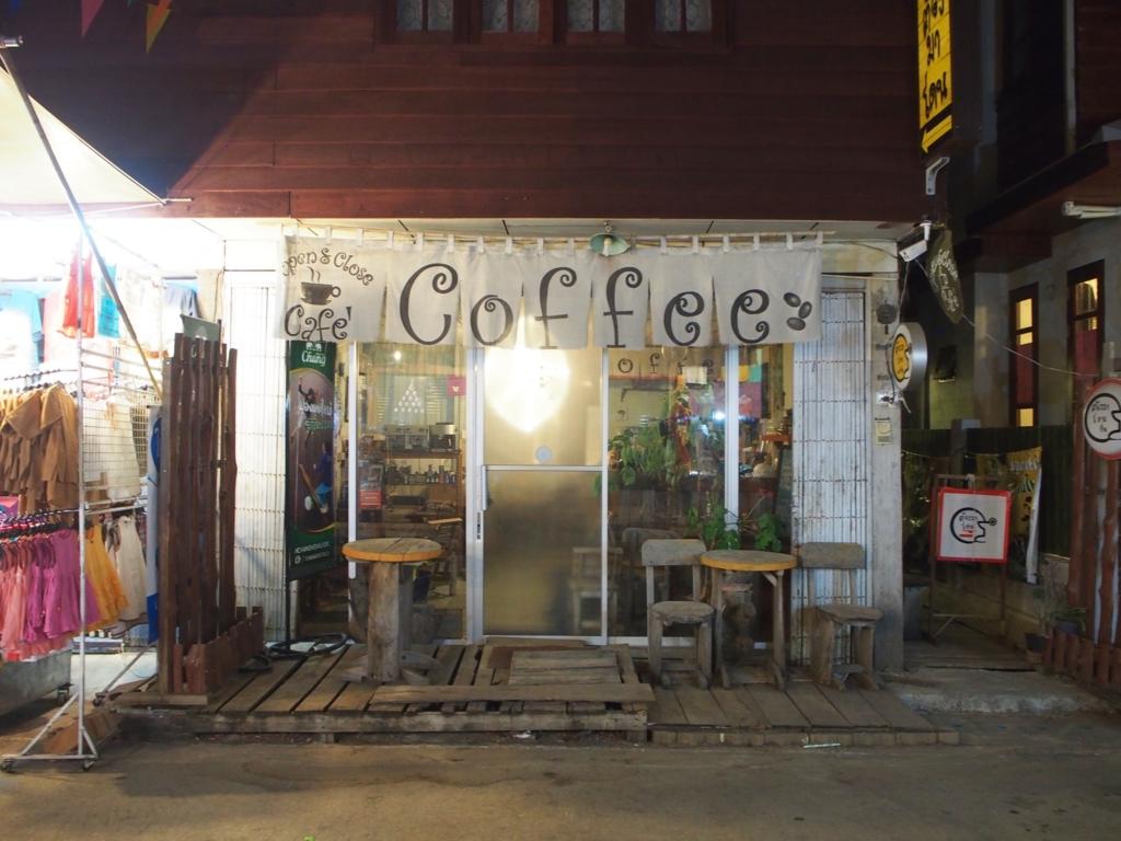 かわいいカフェの入り口