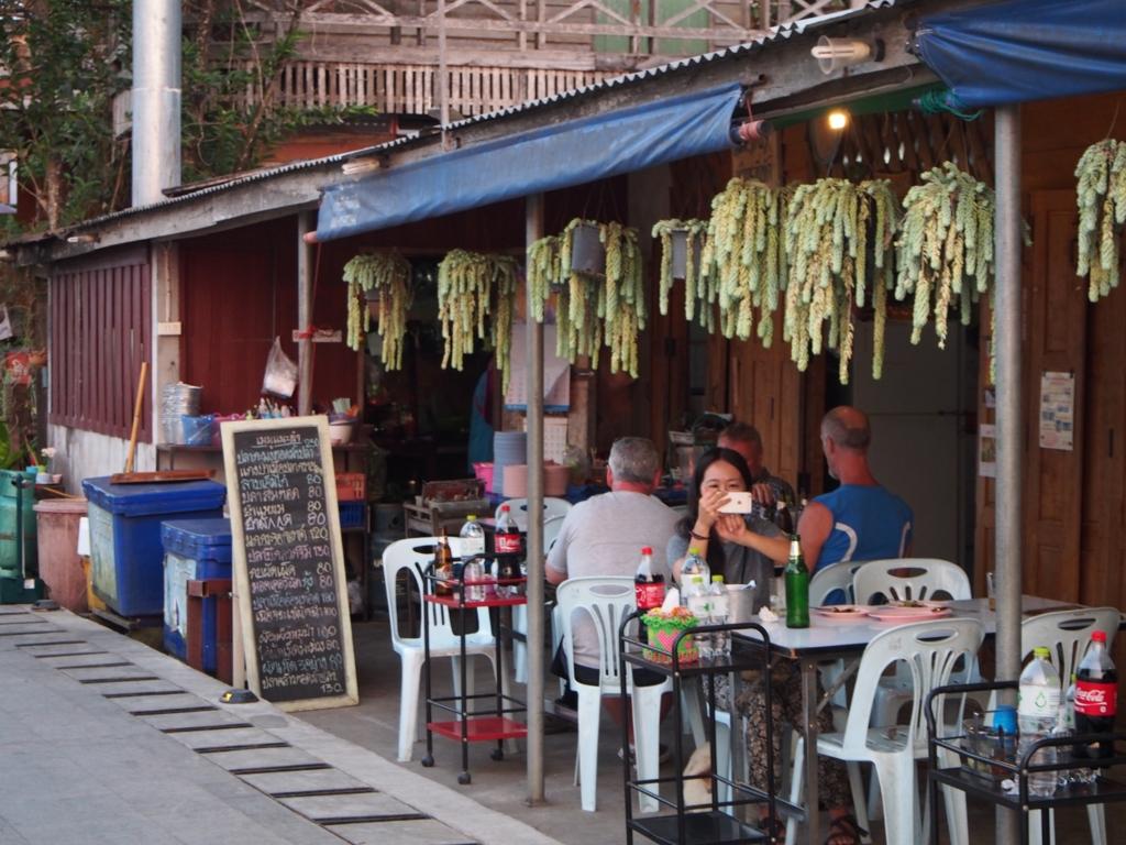 メコン川沿いのレストランでまったり晩ごはん