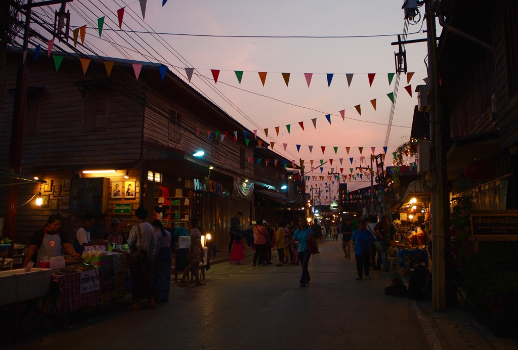 夜のウォーキングストリートの様子