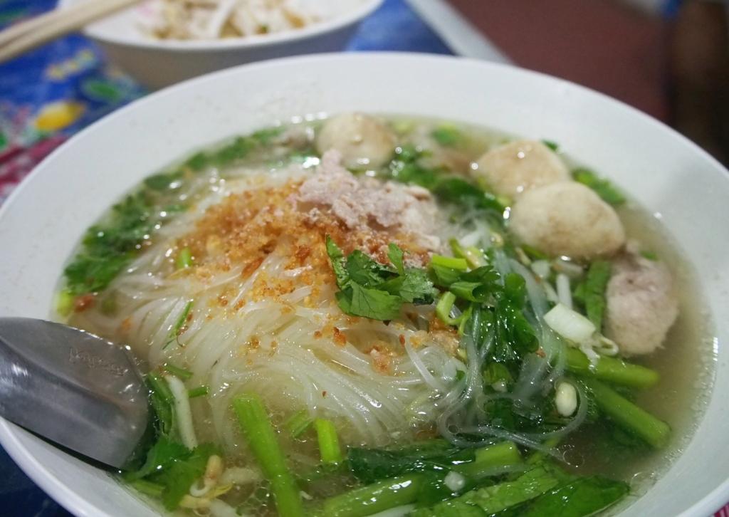 こちらは透き通ったあっさりスープの麺