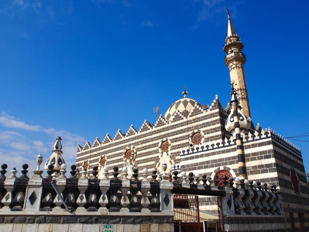 パンダのように白黒なアブーダルウィッシュモスク