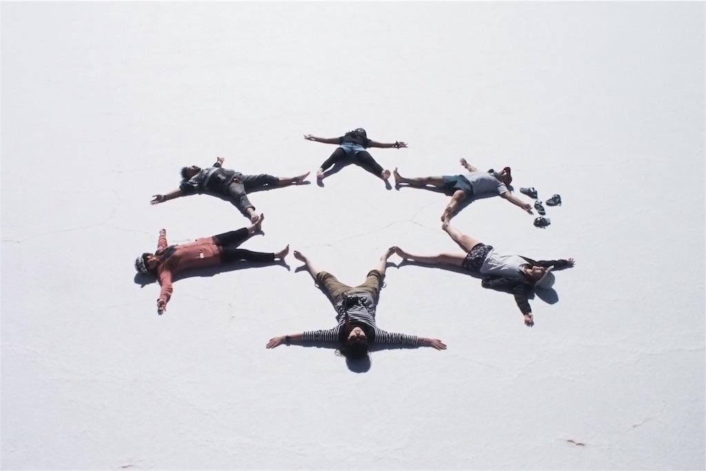 真っ白なウユニ塩湖でひと遊び