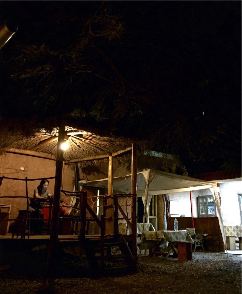 アタカマの快適宿の中庭の夜の様子