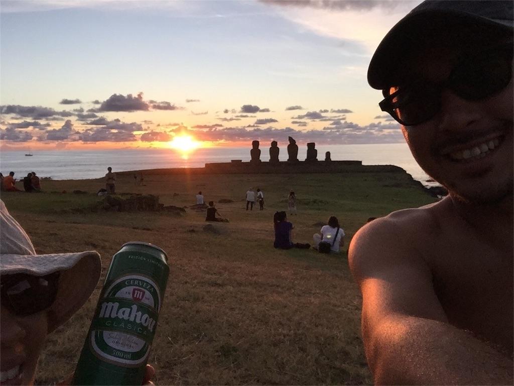 ビールと一緒に幸せなサンセットタイム