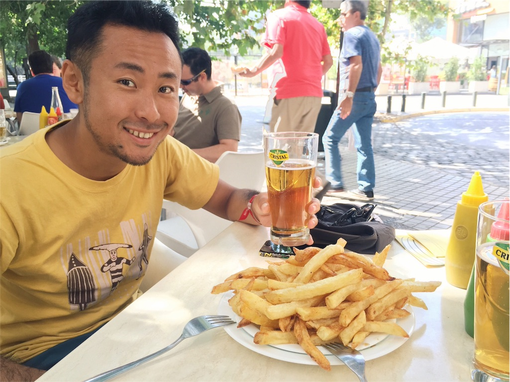 サンティアゴの新市街でさっそくポテトとビール♡
