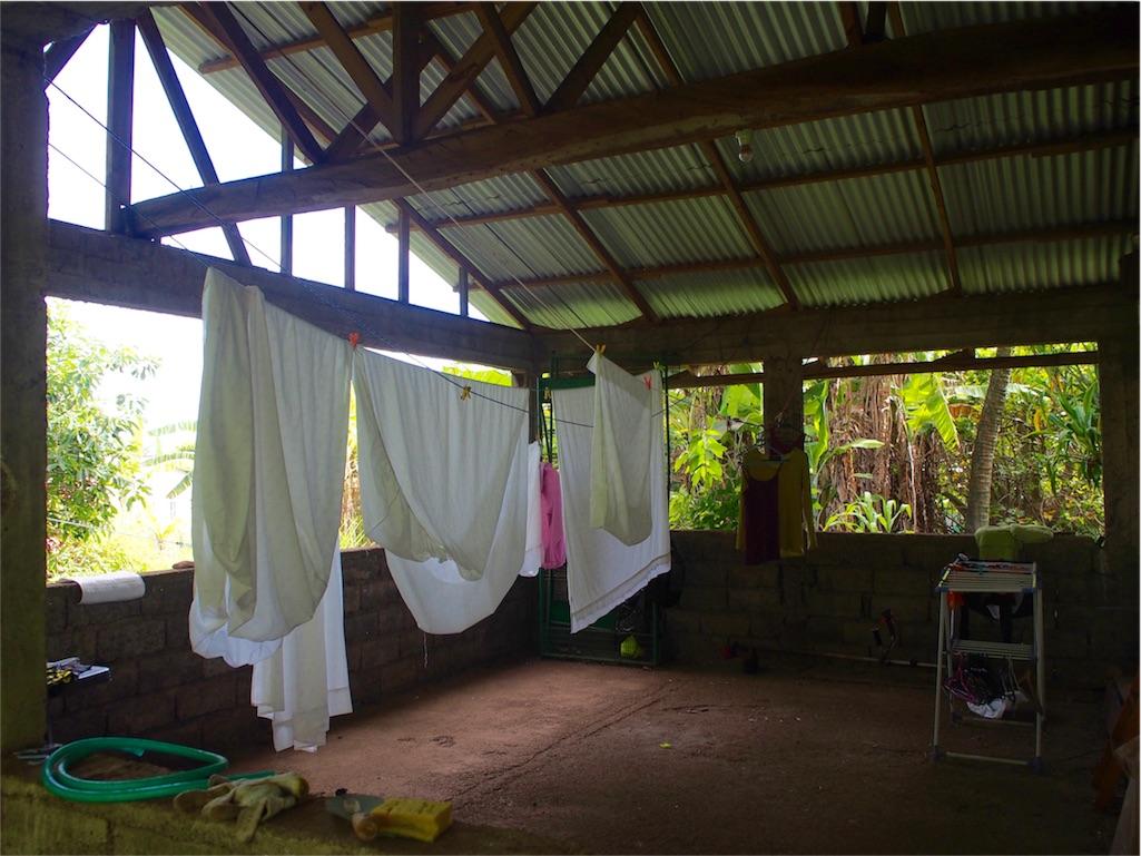 イースター島 快適日本人宿Hare Kaponeの洗濯干し場
