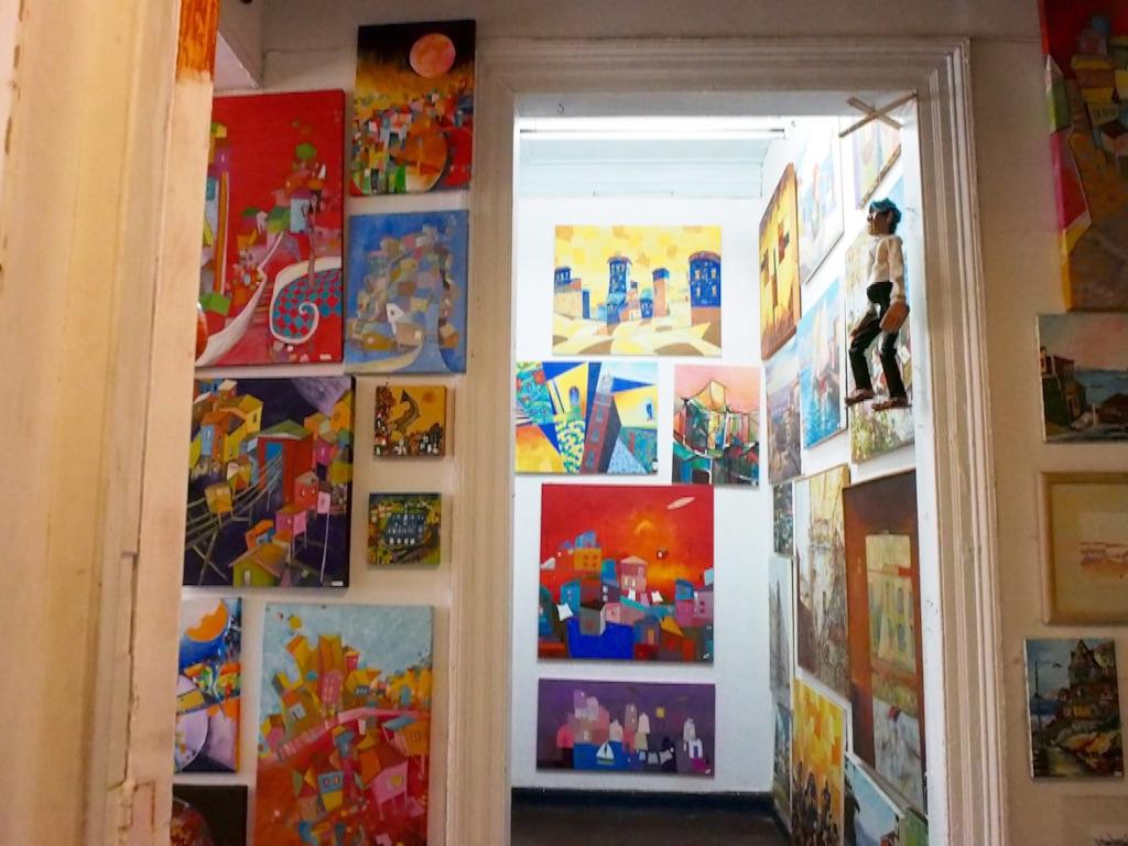 アートの展示と売買