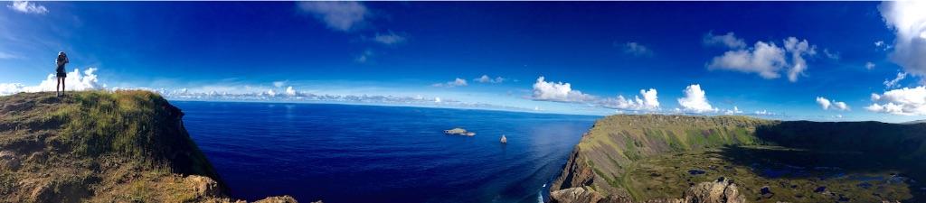 断崖絶壁のオロンゴ火山湖