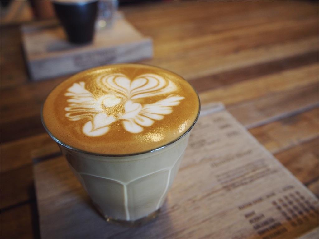 フワフワミルクのラテアートが素敵なカフェラテ